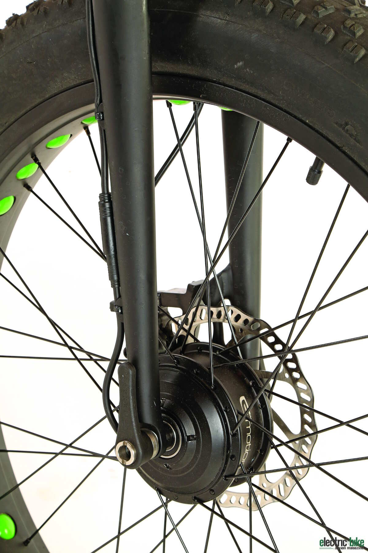 To motivate the front wheel, the Bud gets a 250-watt hub motor, and the cabling is very clean.
