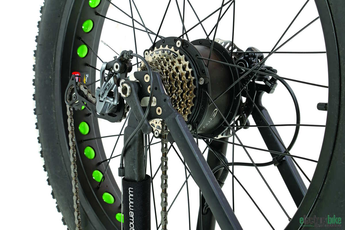 Easy Motion chose to power the rear wheel of the Big Bud with its well-tested 350-watt hub motor and torque sensor.