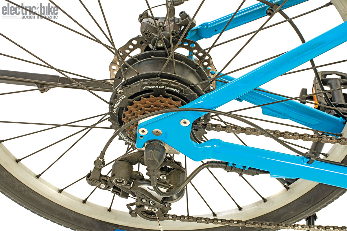 The hub motor is so small that you don't notice it behind the six-speed cassette. Keeping things minimalistic also adds to the palpable lightness of the bike.