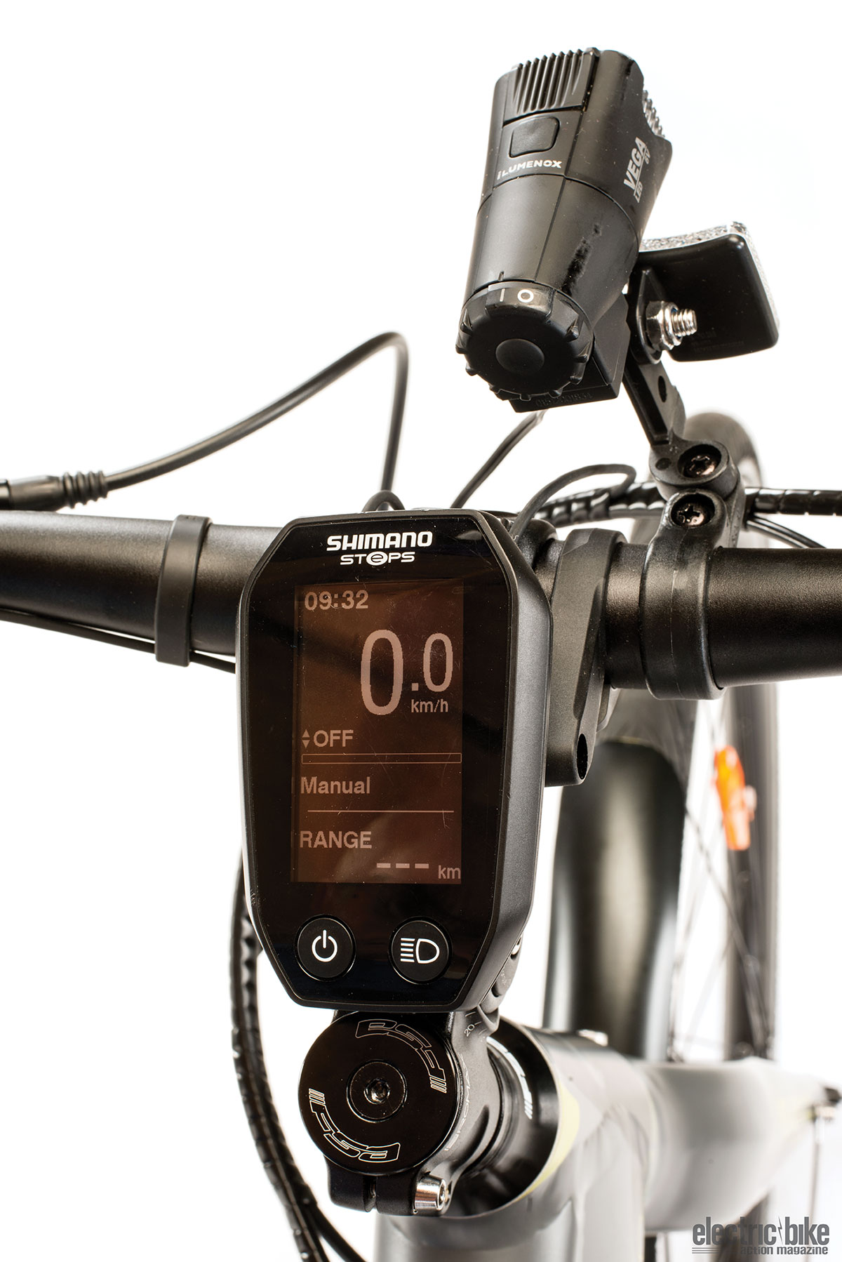 Mounting the Shimano STEPS display on the stem keeps it tidy and out of the way yet perfectly visible.